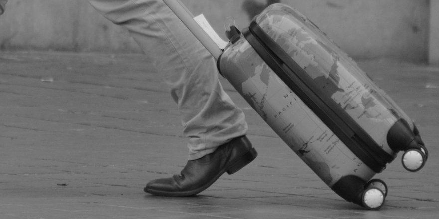 Med en kuffert med 4 hjul slipper du for at slæbe